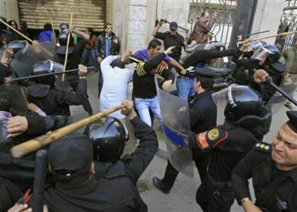 Egypt-police-clash-protesters