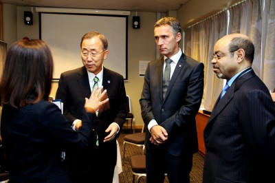 Meles Zenawi (right) getting a briefing from a conference leader in Oslo along with Prime Minister Jens Stoltenberg (center) and UN Secretary General Ban Ki-moon. Protesters unhappy with the situation in Ethiopia demonstrated outside