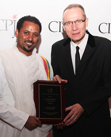 Dawit Kebede with CPJ award  presenter Robert Thomson - Managing Editor of The Wall Street Journal