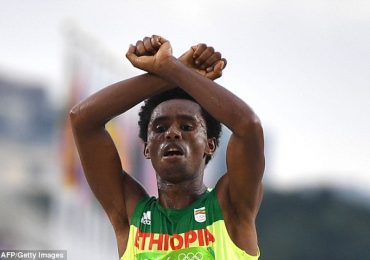Ethiopia pledges safe return for Olympics protest runner Feyisa Lilesa – Daily Mail