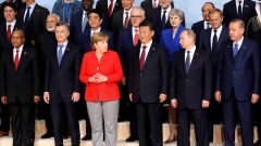 German Chancellor Angela Merkel takes part in a family photo along with South African President Jacob Zuma, Argentina's President Mauricio Macri, Chinese President Xi Jinping, Russian President Vladimir Putin, Turkish President Recep Tayyip Erdogan, Canadian Prime Minister Justin Trudeau, India's Prime Minister Narendra Modi, Japanese Prime Minister Shinzo Abe, Australian Prime Minister Malcolm Turnbull, Britain's Prime Minister Theresa May, European Council President Donald Tusk, European Commission Jean-Claude Juncker and other leaders at the G20 leaders summit in Hamburg, Germany July 7, 2017. REUTERS/Carlos Barria - RTX3AHB3