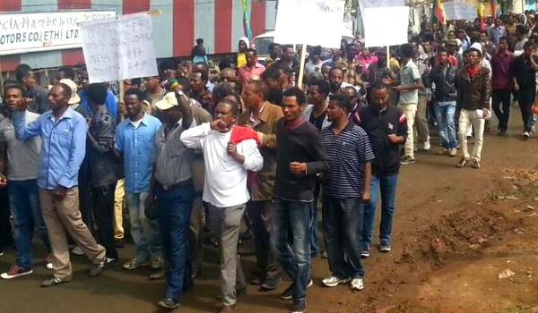 Ethiopians in Addis Ababa protest the killing of Oromo students and expansion of the city into Oromo land