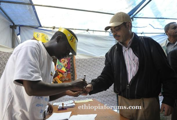 Meles Zenawi in Adwa has his finger marked moments after casting his vote in at polling station in Adwa