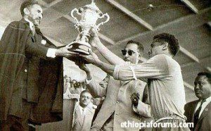 Mengistu _worku_receiveing a throphy from emperor Hileselassie