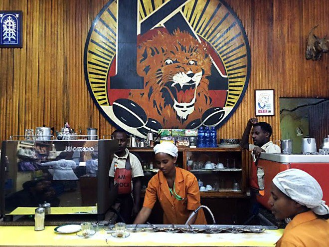 BUSY scene at Tomoka coffee-shop. Starbucks and other western brands dare not open in Ethiopia, where coffee, experts agree, came from. LITO B. ZULUETA