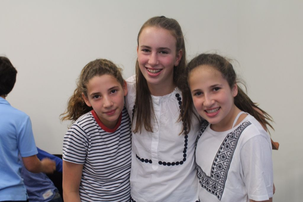 Juliette and Maddie Black with Phoebe Joseph