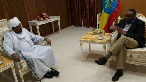 Ethiopian PM Haile Mariam Dessalegn meets with the leader of the National Umma Party, Sadiq al-Mahdi in Addis Ababa on 1 October 2016 (ST Photo)