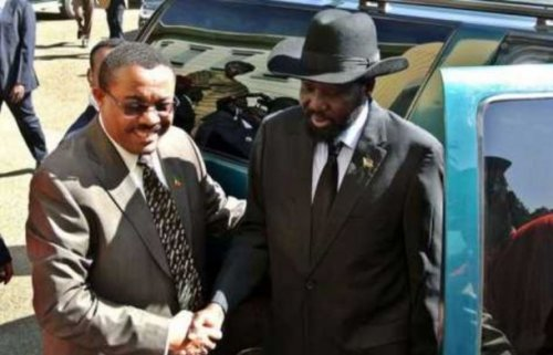 Ethiopian Prime Minister Hailemariam Desalegn (L) greets the President of South Sudan Salva Kiir in Addis Ababa on January 5, 2013 - (AFP Photo)