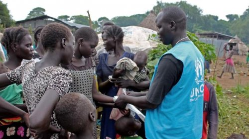 Wrist-banding of newly-arrived south Sudanese refugees at the Pagak entry point, Gambella. On 4 November 2016 (UNHCR Ethiopia-Photo)