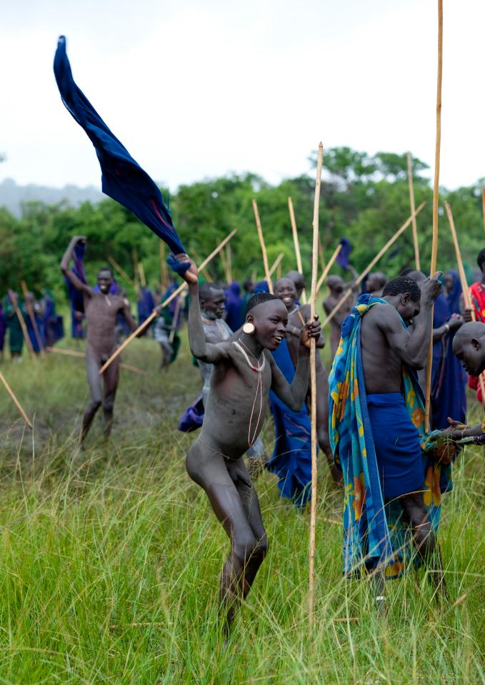 Most of the warriors use no protection at all and fight completely naked in order to show their bravery