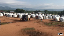Plastic tents sprout on bare ground at Dambala Fachana, intended as a temporary refugee camp in northern Kenya. With recent heavy rains, some refugees have been moved to higher ground. (D. Gelmo/VOA)