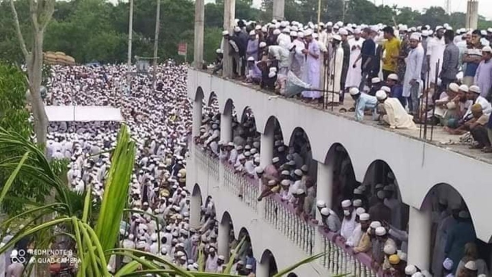 DO NOT USE Muslim funeral attended by thousands in Brahmanbaria, Bangladesh