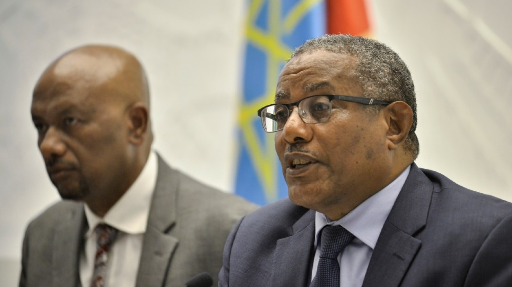 Ethiopian Minister for Foreign Affairs Gedu Andargachew (R)
